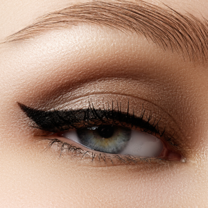 Winged Black Eyeliner Is A Big Make-Up Trend For Autumn